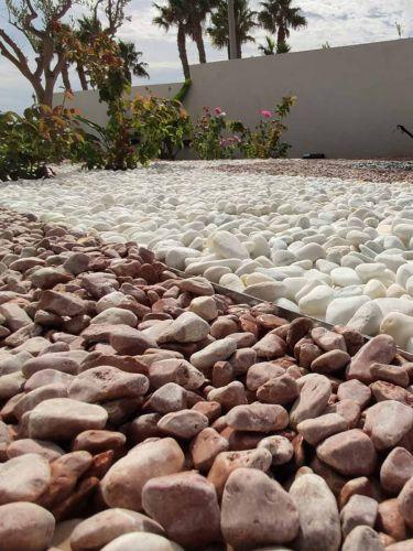 Baskisch rood grind aangelegd