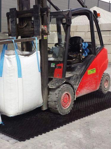 EuroGravel PRO grindstabilisatie / grindmatten zwart met heftruck