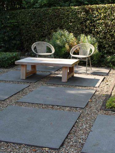 grauwacke split aangelegde tuin
