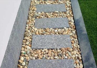 Looppad aangelegd met grind